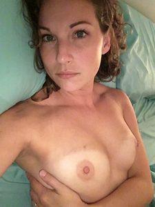 Show Me Your Tits (37 jpg) [Amateur/2019]